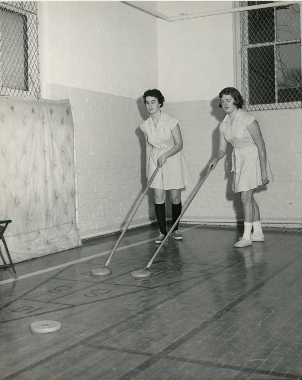Students playing shuffleboard 1960.jpg