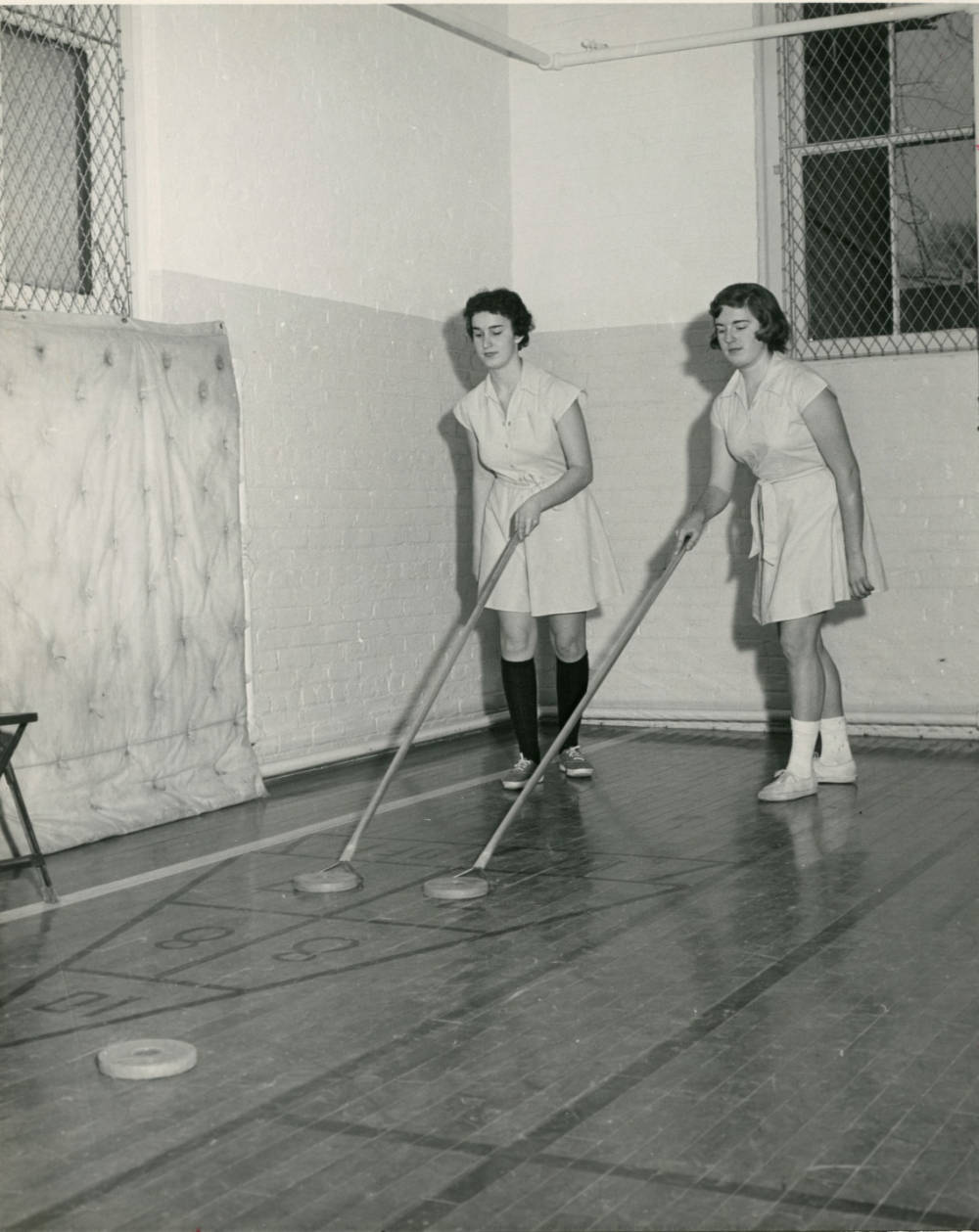 Students playing shuffleboard 1960.jpg